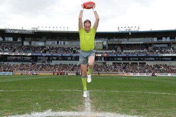 Dean Margetts performing a bounce (Photo: Supplied)